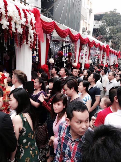 Công chúng vây kín đám hỏi Tuấn Hưng - 3