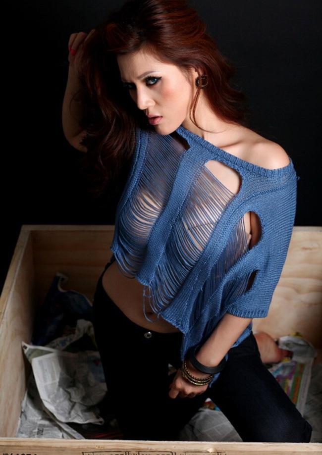 Maria Đinh Phương Ánh luôn xuất hiện trong những shoot hình táo bạo.