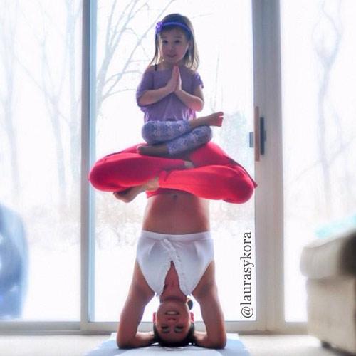 """Bà mẹ 2 con gây xôn xao nhờ """"nghiện"""" yoga - 9"""