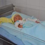 Tin tức trong ngày - Cứu sống bé trai sơ sinh bị bỏ rơi trước cổng chùa