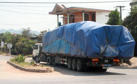 """Xem """"xe vua"""" chở gỗ khủng tự hạ tải - 1"""