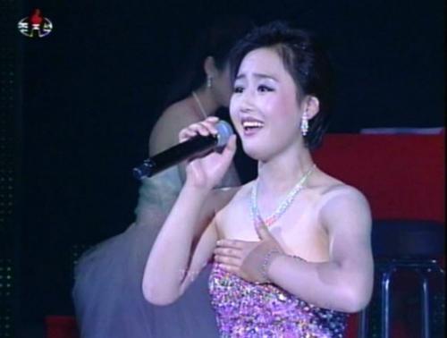 Vì ghen, vợ Kim Jong-un bỏ tù nữ ca sỹ - 1