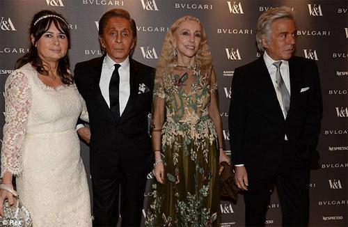 Lady Gaga kỳ cục khoe nội y - 13