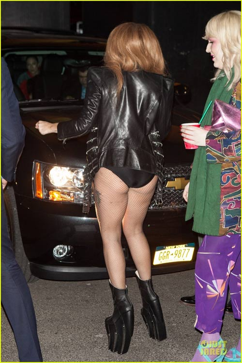 Lady Gaga kỳ cục khoe nội y - 2