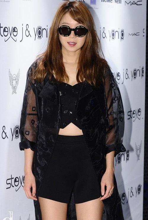 Fan vỡ mộng vì mặt mộc của mỹ nữ Trung Quốc - 17