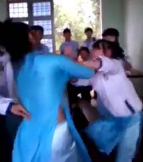 Nữ sinh đánh bạn trong lớp bị thôi học 1 năm - 1