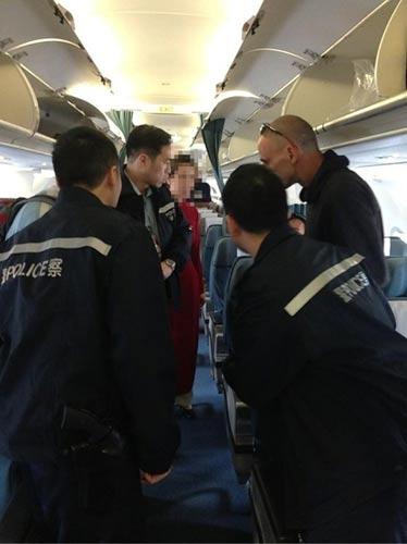 Hành khách TQ lại ăn cắp trên chuyến bay của VNA - 1