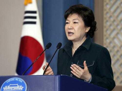 """Triều Tiên: Tổng thống Hàn Quốc là """"bà cô lập dị"""" - 1"""