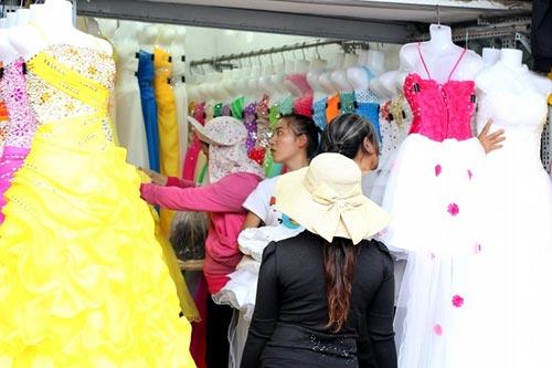 Chợ đồ cưới siêu rẻ ở Sài Gòn - 1