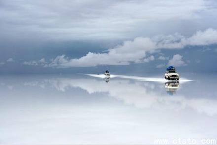 Chiếc gương soi khổng lồ làm từ muối - 2