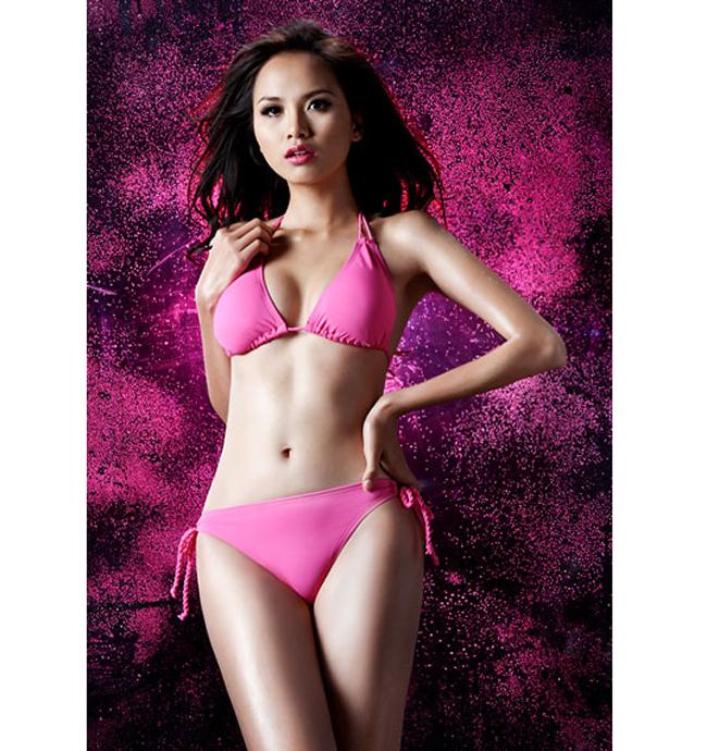 Diễm Hương có chiều cao 1m71, số đo 3 vòng của cô là 84-61-92.
