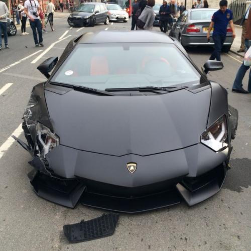 """Lamborghini gầm rú """"húc"""" mạnh BMW 320d - 3"""