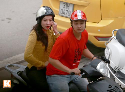 Sau scandal, Baggio và vợ đi xe máy không mũ - 10