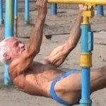 """Thể thao - """"Siêu nhân"""" thể dục đường phố ở tuổi...73"""