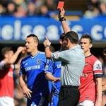 """Bóng đá - Tin HOT tối 2/4: Trọng tài """"hại"""" Arsenal được nâng đỡ"""