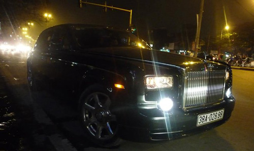 Rolls-Royce Phantom rồng biển Hà Tĩnh xuất hiện ở Hà Nội - 1