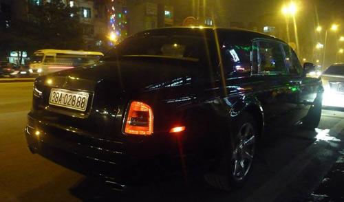 Rolls-Royce Phantom rồng biển Hà Tĩnh xuất hiện ở Hà Nội - 2