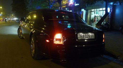Rolls-Royce Phantom rồng biển Hà Tĩnh xuất hiện ở Hà Nội - 5