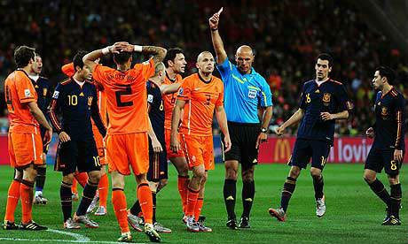 Trọng tài chung kết World Cup 2010 thừa nhận sai lầm - 1