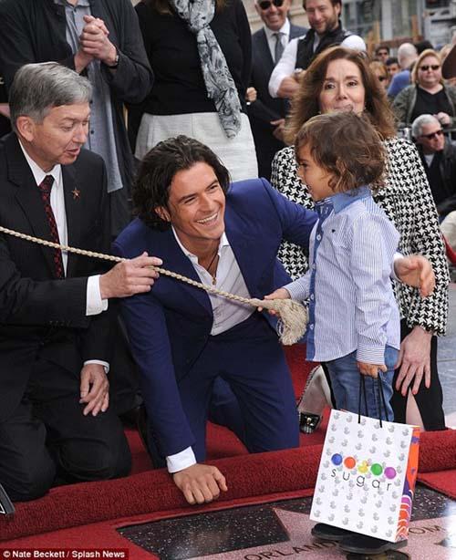 Bố con Orlando nhận sao trên đại lộ Hollywood - 2
