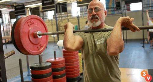 Cụ ông 73 tuổi nâng tạ như lực sỹ - 1