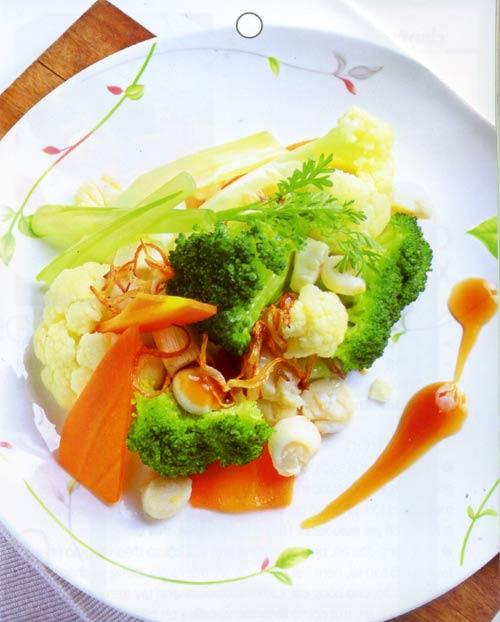 Ấm áp bữa cơm gia đình trong khu vườn bình yên - 1
