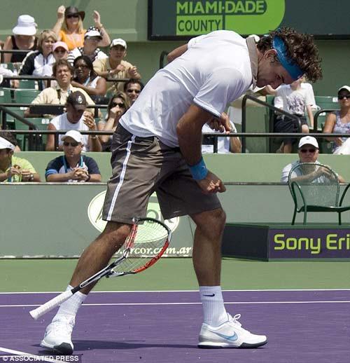 Federer phá nát vợt trong Top 10 pha đập vợt - 1