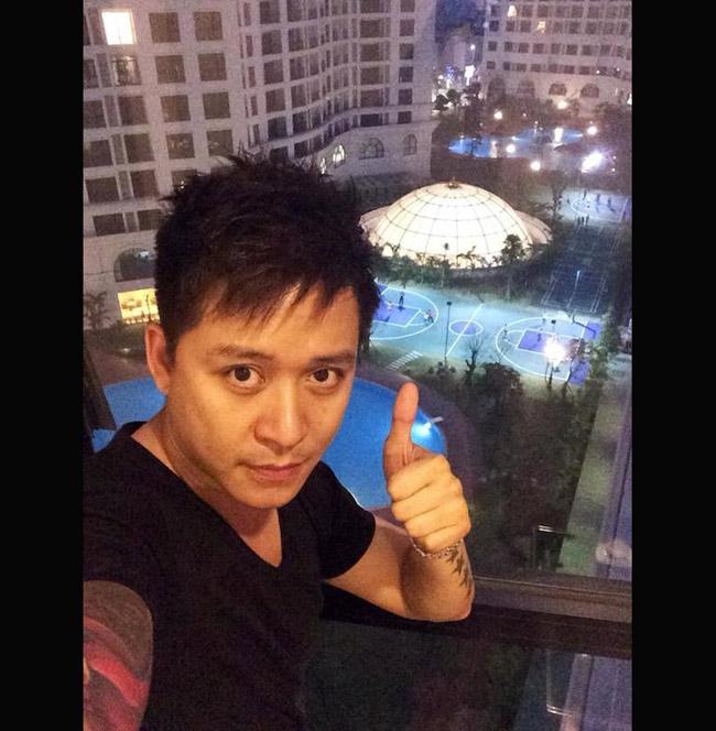Để chuẩn bị lấy vợ, Tuấn Hưng tậu nhà mới trong một khu đô thị lớn của thủ đô Hà Nội. Từ căn hộ có thể nhìn bao quát ra không gian rộng lớn bên ngoài. Tại khu đô thị nơi Tuấn Hưng ở, các thiết bị cơ sở hạ tầng rất tiện nghi, có bể bơi và sân tennis.