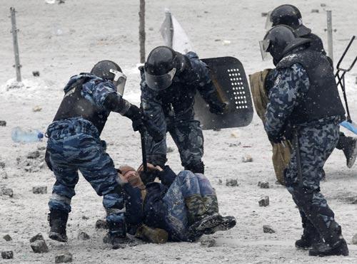 Ukraine bắt 12 đặc nhiệm Berkut sát hại dân thường - 1