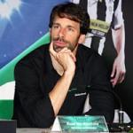 """Bóng đá - Nistelrooy """"ngạc nhiên"""" về lời mời sang VN thi đấu"""