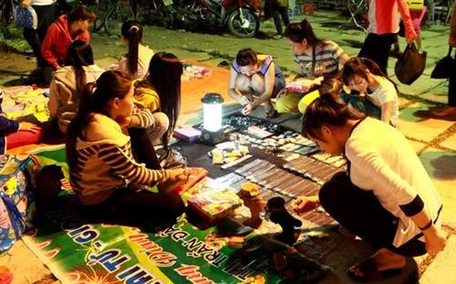 Trang sức Trung Quốc 50.000 đồng/kg ngập chợ Sài Gòn - 1