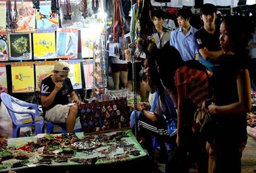 Trang sức Trung Quốc 50.000 đồng/kg ngập chợ Sài Gòn - 2