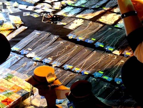 Trang sức Trung Quốc 50.000 đồng/kg ngập chợ Sài Gòn - 3