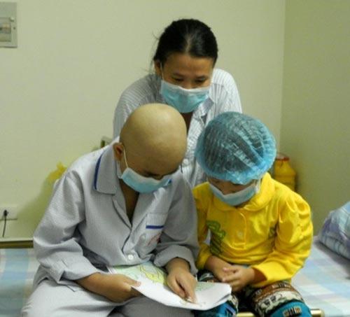 Bé gái 5 tuổi hiến tủy cứu chị ruột: Giây phút gặp lại - 7