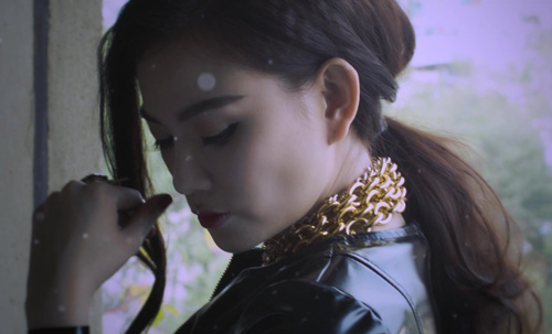 Bạn trai Thu Thủy lái moto khủng quay MV ca nhạc - 9