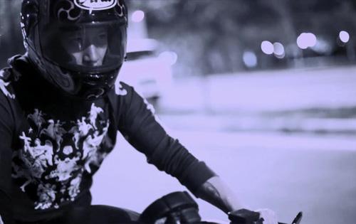 Bạn trai Thu Thủy lái moto khủng quay MV ca nhạc - 2