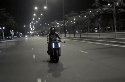 Bạn trai Thu Thủy lái moto khủng quay MV ca nhạc - 6