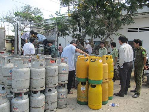Ổ gas lậu vùng giáp ranh - 1