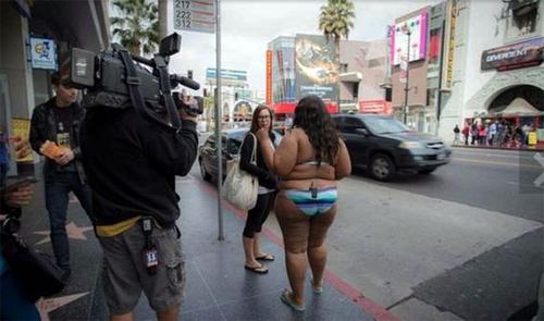 Cô gái 120 kg mặc bikini làm loạn đại lộ Danh Vọng - 4