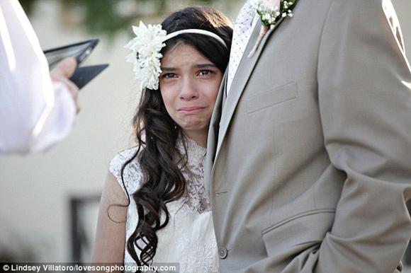Xúc động dắt tay con gái 11 tuổi vào lễ đường - 5