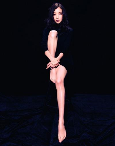 """""""Run rẩy"""" ngắm chân đẹp của mỹ nữ Hoa - Hàn - 5"""
