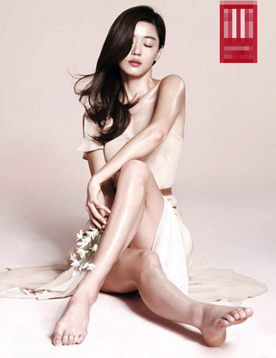 """""""Run rẩy"""" ngắm chân đẹp của mỹ nữ Hoa - Hàn - 10"""