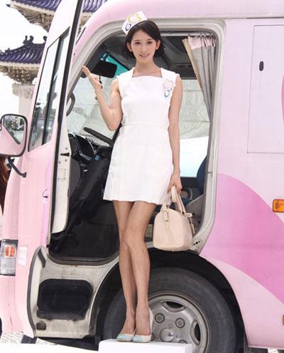 """""""Run rẩy"""" ngắm chân đẹp của mỹ nữ Hoa - Hàn - 8"""