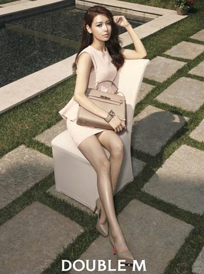 """""""Run rẩy"""" ngắm chân đẹp của mỹ nữ Hoa - Hàn - 13"""