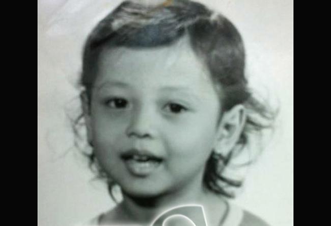 Jennifer Phạm từng chia sẻ bức ảnh thuở lên 3 mà cô luôn mang theo bên mình như một kỷ vật từ thuở nhỏ.