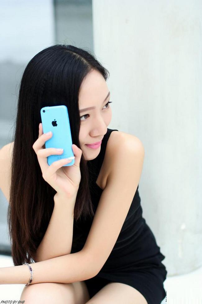 iPhone luôn là chiếc smartphone thể hiện đẳng cấp, còn chân dài vẫn rất thanh lịch và tinh tế.