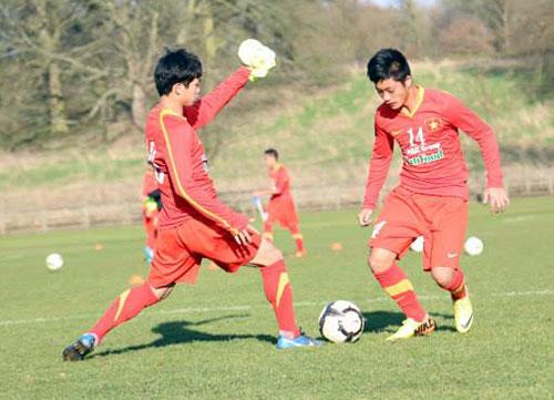 U19 VN thất bại trước U19 Lens - 1