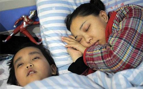 Bé trai 7 tuổi chọn cái chết để cứu sống mẹ - 4