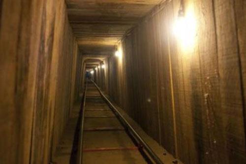 """Phát hiện 2 """"siêu đường hầm"""" buôn ma túy xuyên Mỹ-Mexico - 2"""