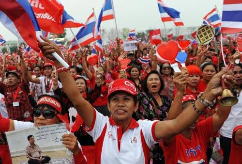 Thái Lan: 500.000 người tuần hành bảo vệ Thủ tướng - 1